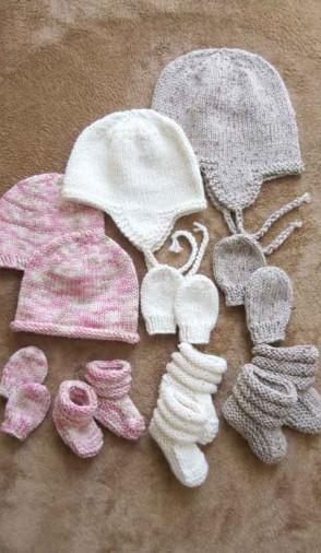 Baby Hat, Mitts, and Booties Set Pattern - Knitting Pure & Simple 2910