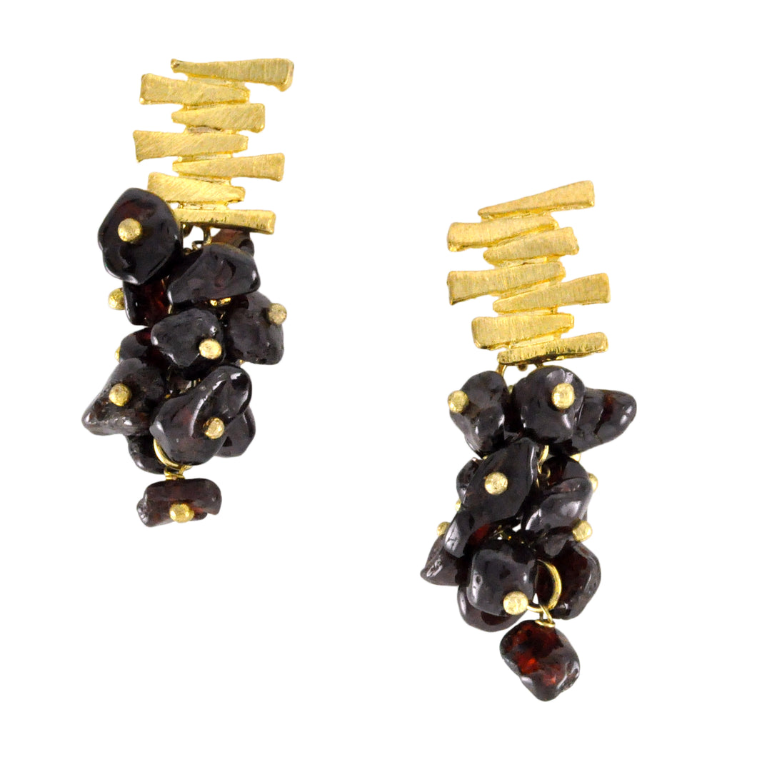 SE547GA Gold Plated Earrings with Garnet