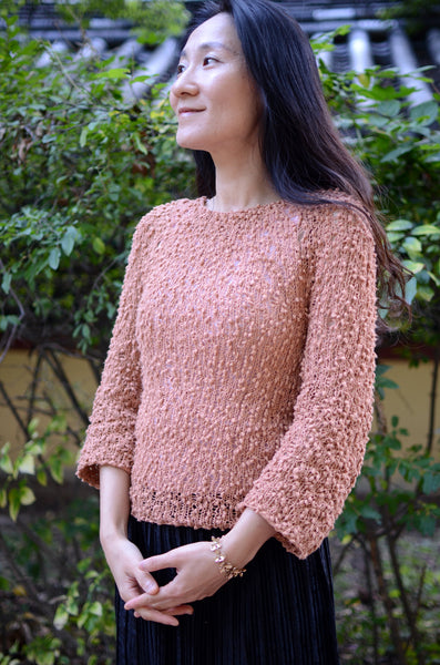 knit easy, simple, stylish sweater with Aterlier de Soyun. Use an interestting yarn and enjoy the unique texture and style the pullover creates!