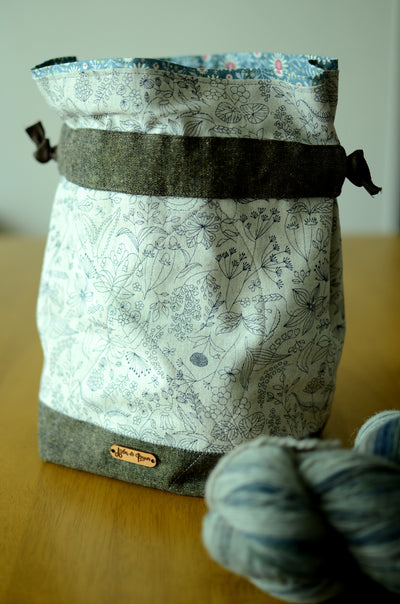 Project bag/ print on natural linen/ zipper pocket for accessories/ Print on Linen