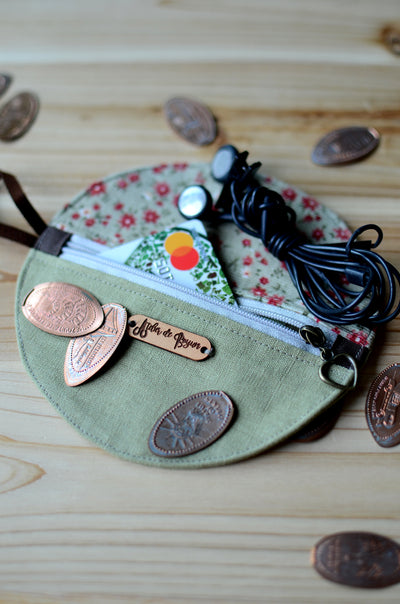Unique zipper wallets: great for coins, earphones, credit cards and toiletries