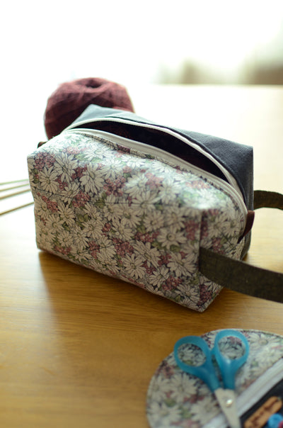 Flower power! Kntting proejct bag with carry handle