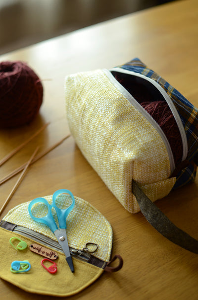 Sock knitting bag with handle