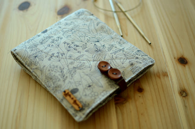knitting needle storage for interchangeable needle set/ print on linen