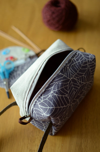 Project bag with carrying handle/ zipper box style