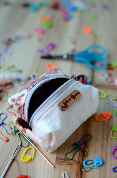 Organizer your small knitting accessories with some fun/ Spring Garden