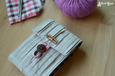 unique interchangeable needle holder with many needle set pockets