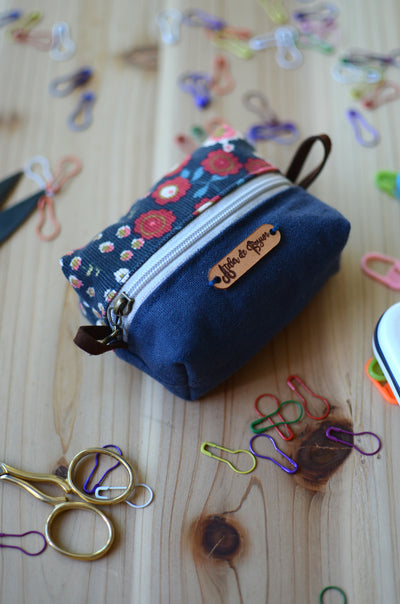 Perfect stitch marker/ progress keeper/ mini scissors pouch / Blue Floral