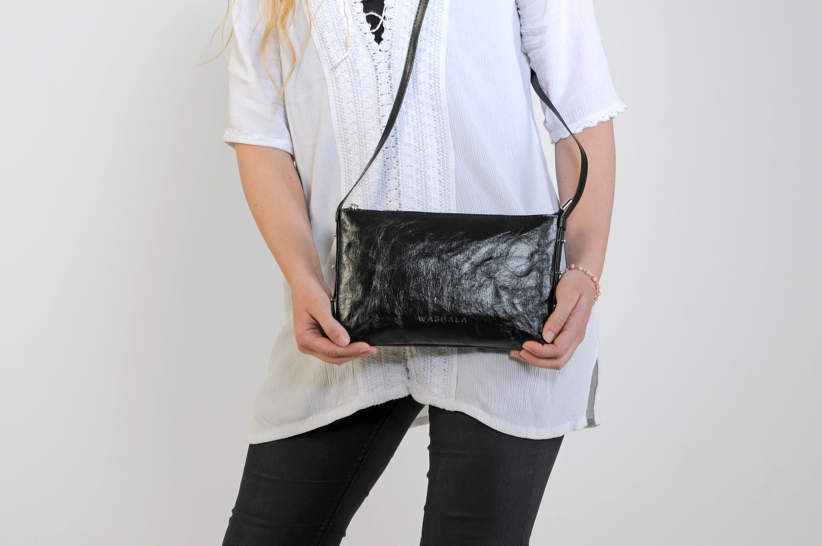 SMALL SHINY BLACK CROSSBODY BAG