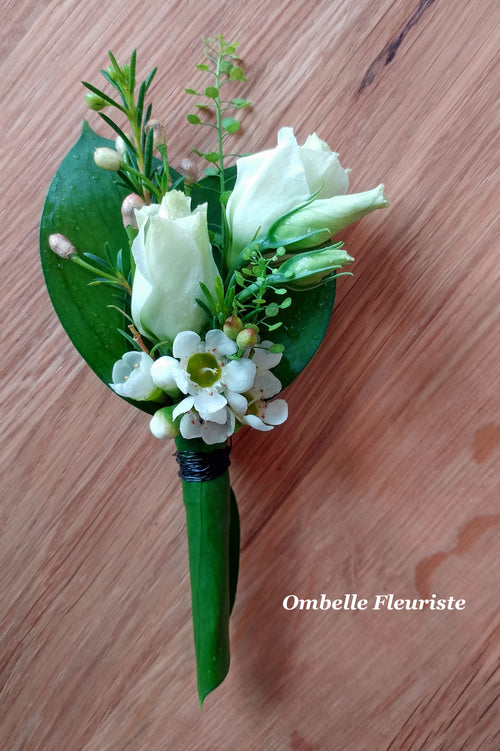 Boutonnieres ruscus lisianthus wax blancs