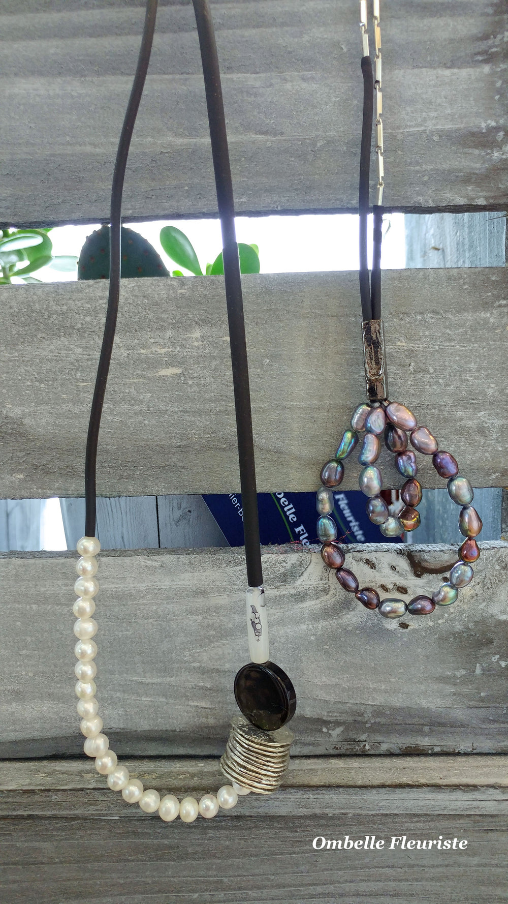 Collier divers disponible au fleuriste
