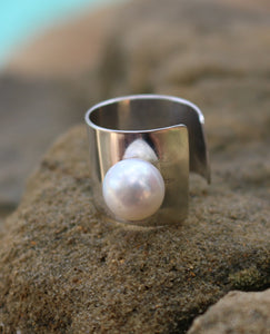 Charming Sterling silver and pearl ring