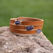 Load image into Gallery viewer, Mini Cinco Leather Wrap Bracelet Tan-Liv & B