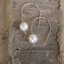 Load image into Gallery viewer, Madeline Pearl Drop earring