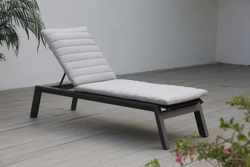Tuscany Sun Lounge with cushion - All weather®