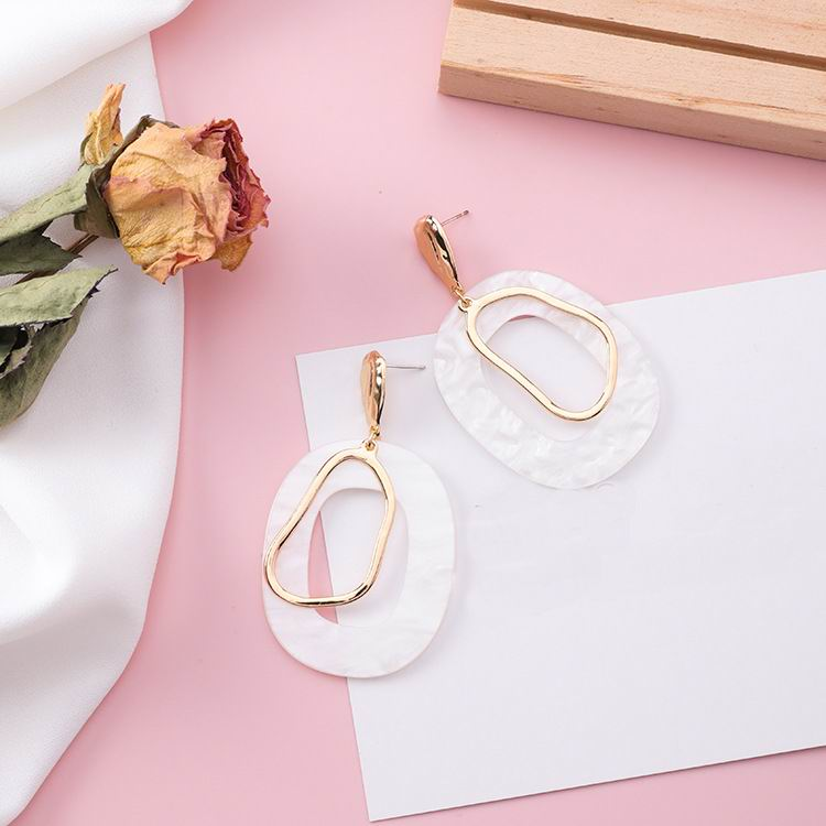 boutique earrings, statement earrings, acrylic gold earrings, white statement earrings, luna de leo, blogger favorite earrings, summer earrings, christmas statement earrings, luna de leo