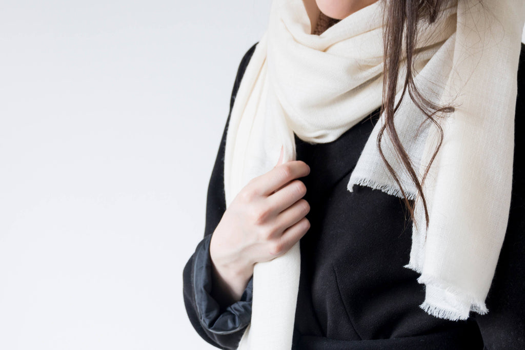 Cream cashmere scarf in diamond weave