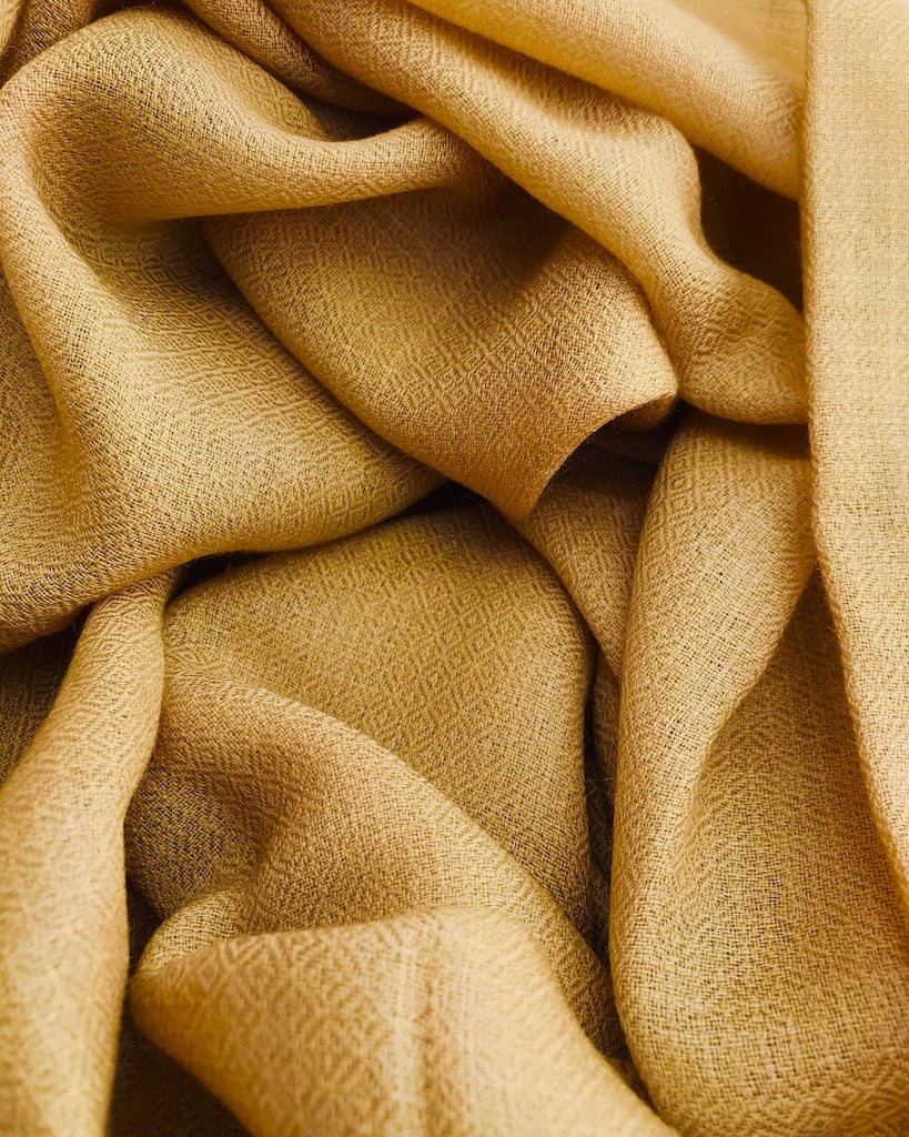 Diamond weave cashmere scarf in dark beige yellow