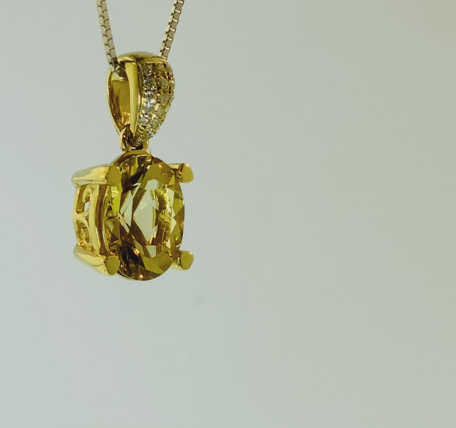 Oval Pendant with yellow gold heart shaped prongs