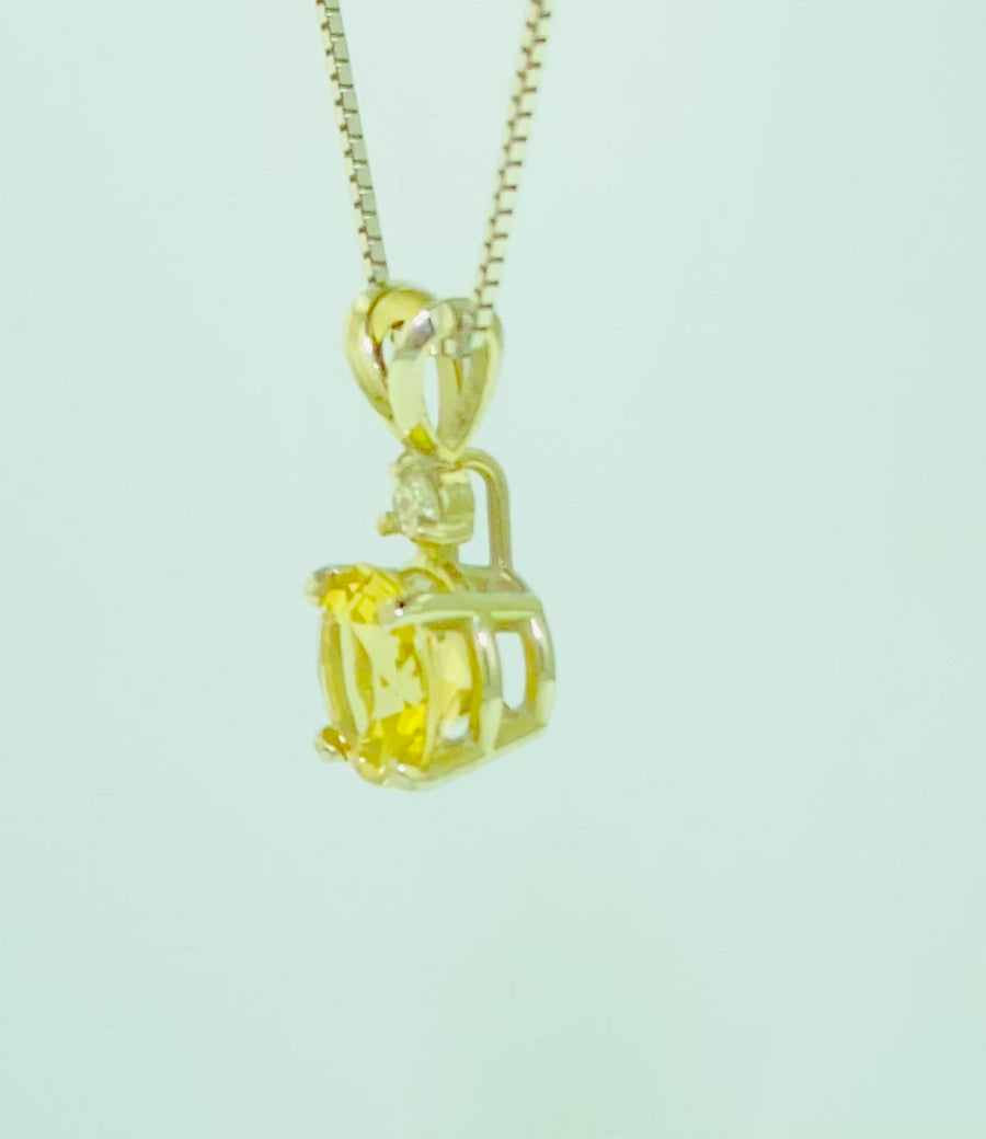 Pendant with one diamond