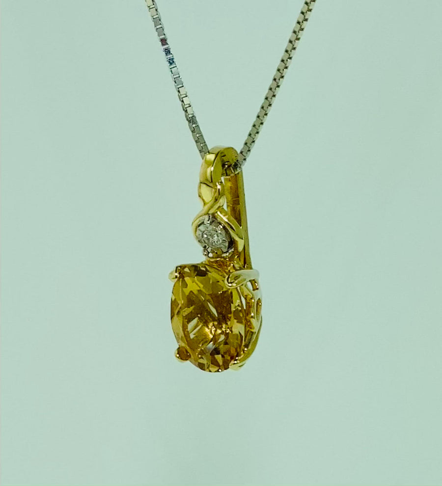 Oval Crown Style Pendant- Yellow Gold