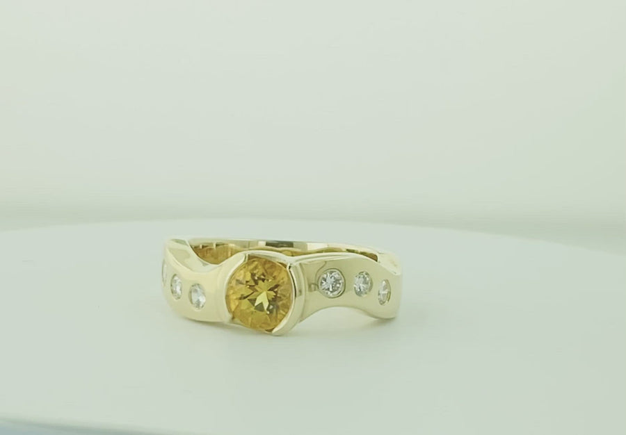 Unique Round Ring - Yellow Gold