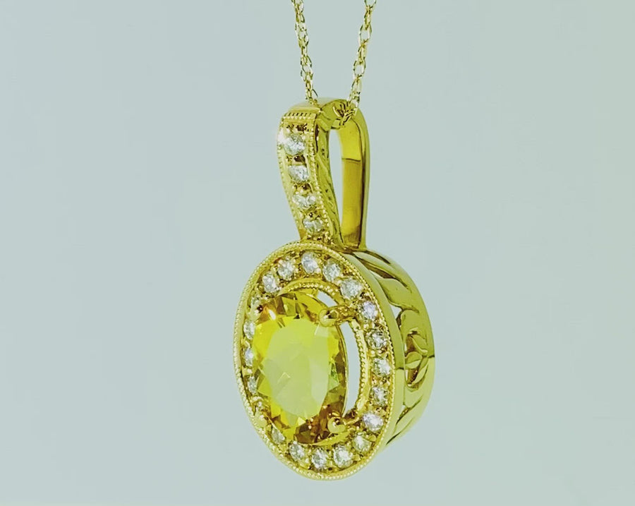 Oval Pendant in Yellow Gold