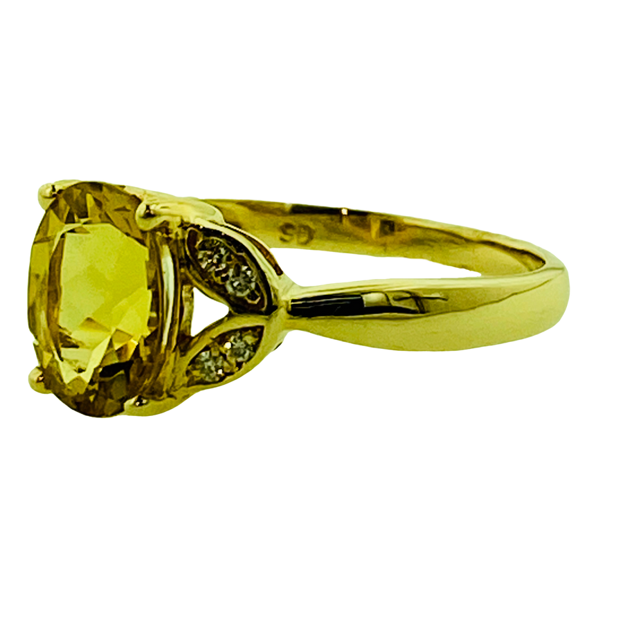 Oval Ring - Yellow Gold