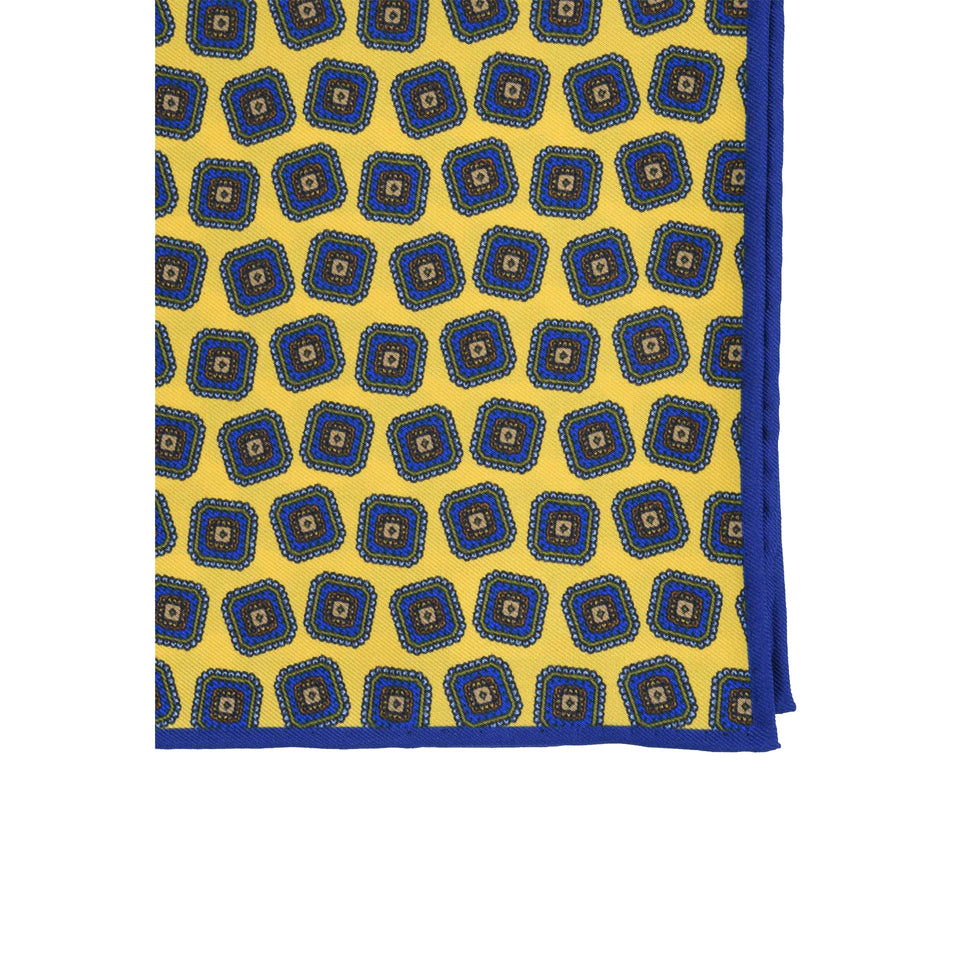 Amidé Hadelin | Pocket square, medallion, yellow