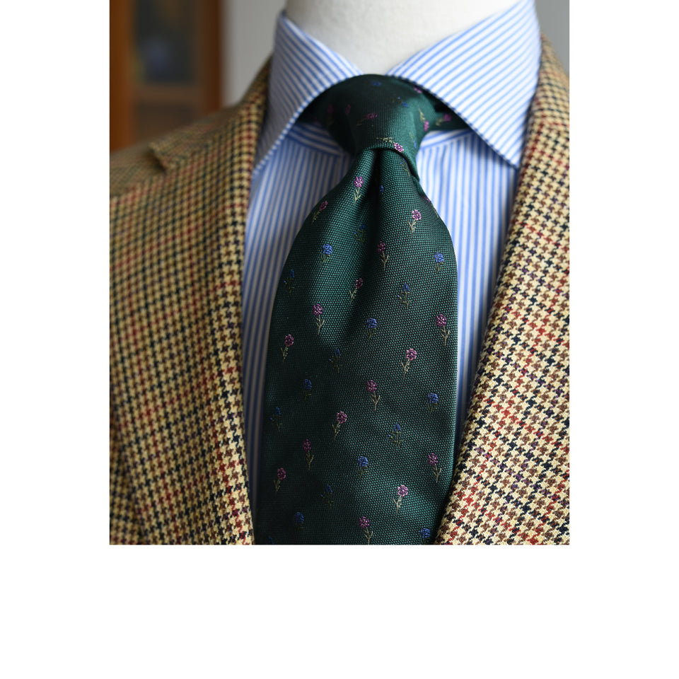 Amidé Hadelin | Limited Edition jacquard silk tie - bottle green_styled