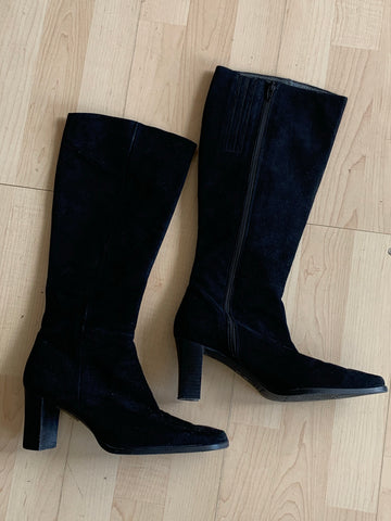 Suede Maria Quiles boots