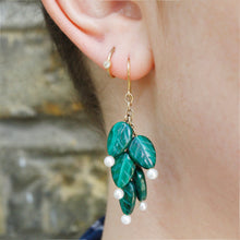 Load image into Gallery viewer, Foliage Pearl Earrings