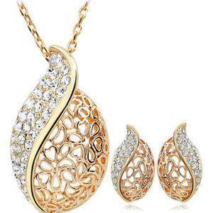 Everlasting Happiness With Ear Rings  & Necklace Jewelry Set