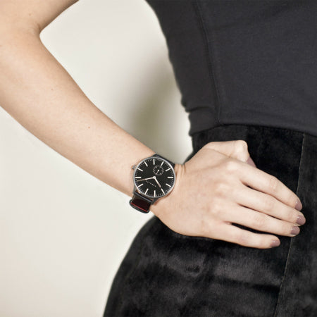 Everyday_Black_Watch_-_The_Blip_-_Best_Men_s_Women_s_Black_Watches_-_Newgate_World