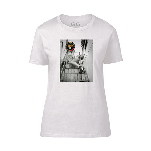 NEWGATE WORLD - TSHIRT - G6 - Girl on the Steps t-shirt - STYLE