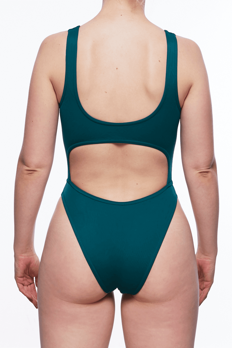 ZAINA ONE PIECE