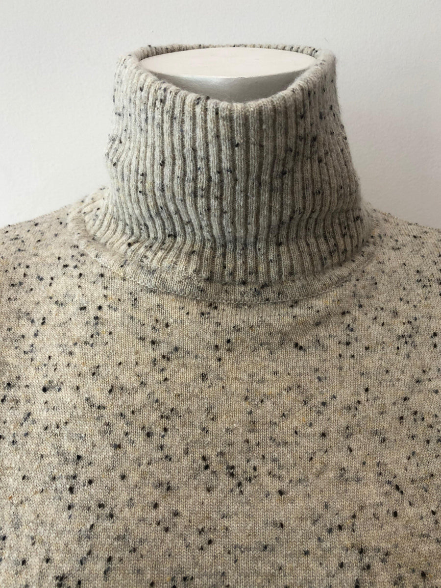 Autumn Cashmere Side Buttoned Mock Neck in Pebble
