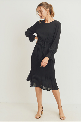 The Emery Chiffon Dress in Black Curvy