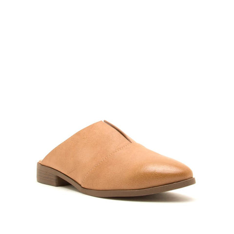The London V-Cut Flat in Camel