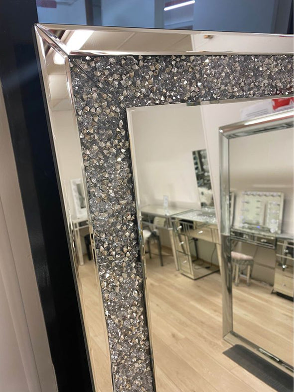 Floor mirror with Crushed Diamonds