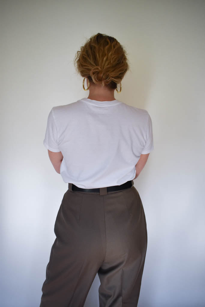 Womens size 6 vintage mocha brown pleated trouser with white tee