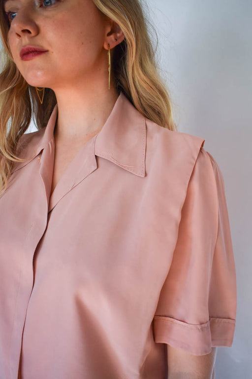 A womens medium vintage rose pink short sleeve button down blouse with camel trouser