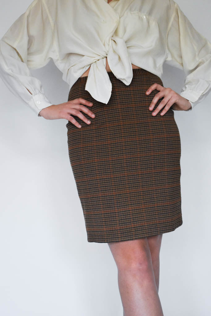 A womens medium vintage brown plaid wool midi pencil skirt