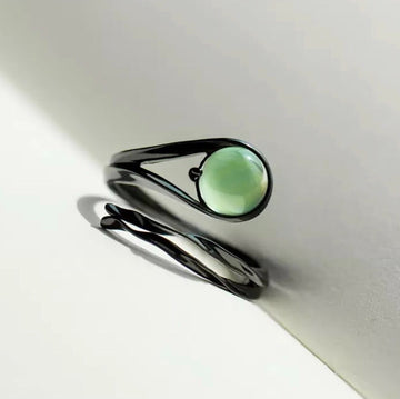 Flying Meteor Emerald Ring - Misty and Molly