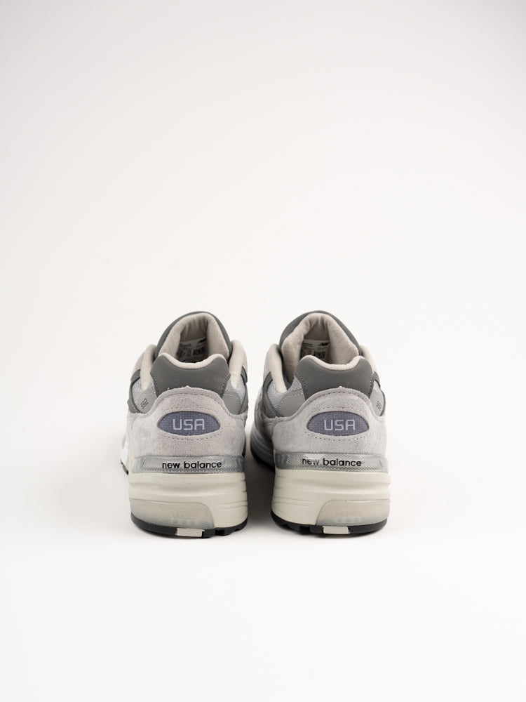 m992gr, grey, new balance, heel view