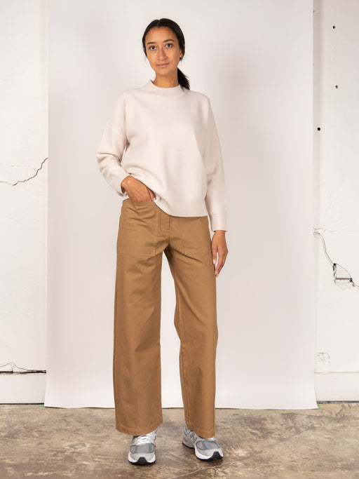 interval pant, fawn colour, kloke, on model