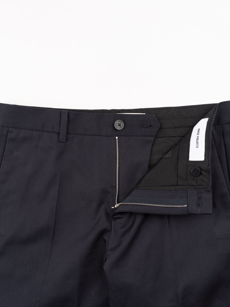 Albin Chino, Dark Navy, Norse Projects, front waist detail