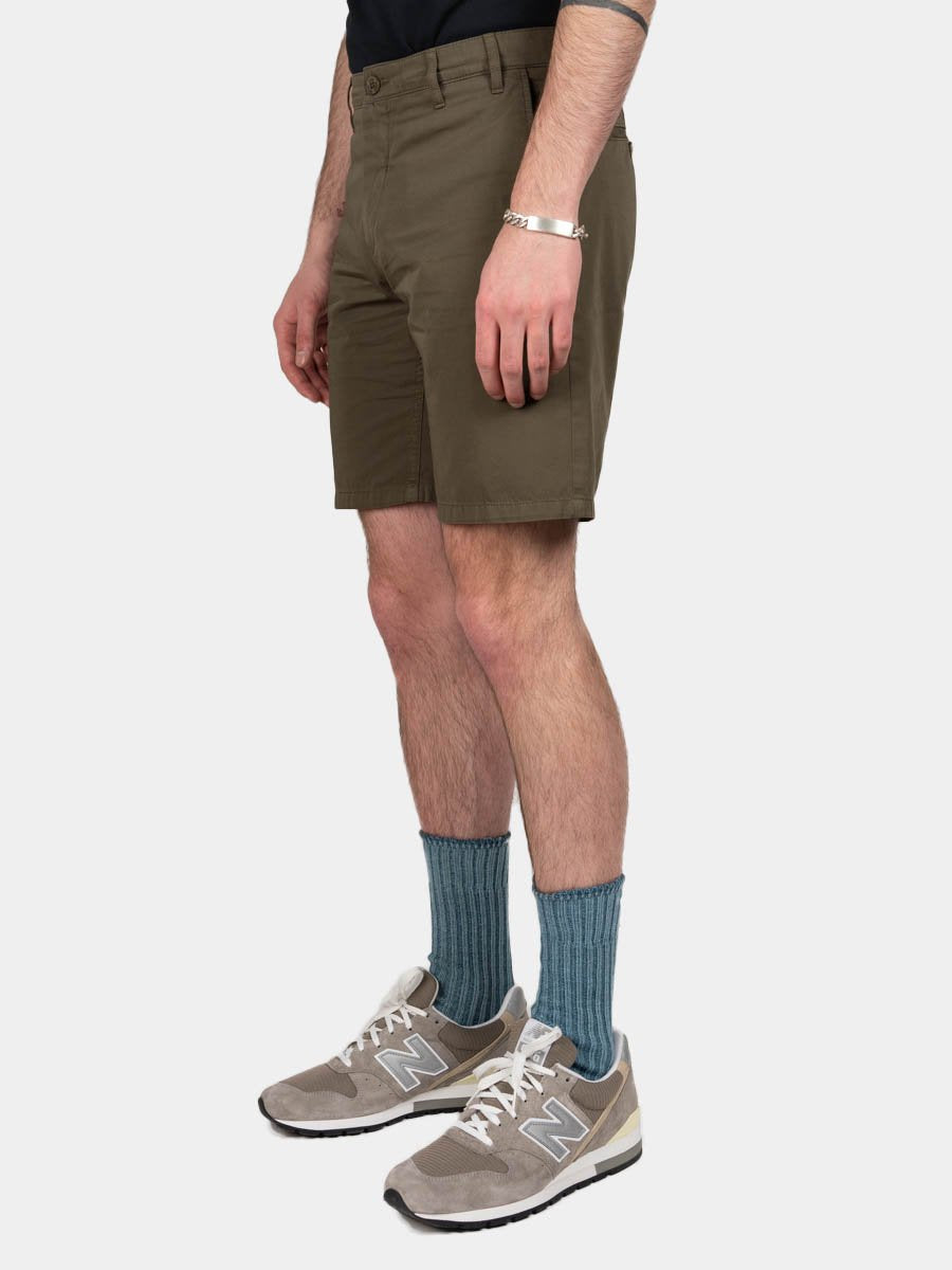aros, light twill shorts, ivy green, norse projects, on model side view