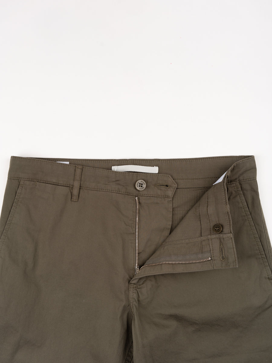 aros, light twill shorts, ivy green, norse projects, front detail