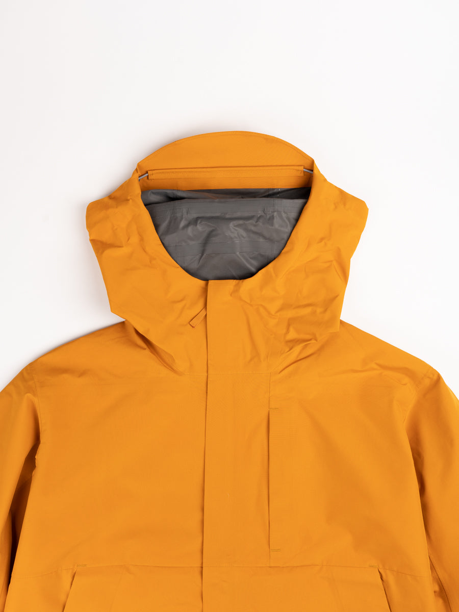 Fyn shell gore tex 2.0, cadmium orange, norse projects, front hood detail